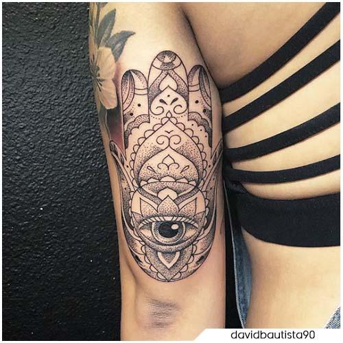 Tatuaggio mano di Hamsa retro del braccio