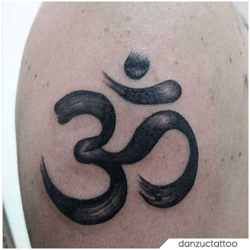 Om Tattoo spalla