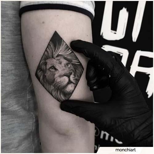 tattoo leone piccolo realistico