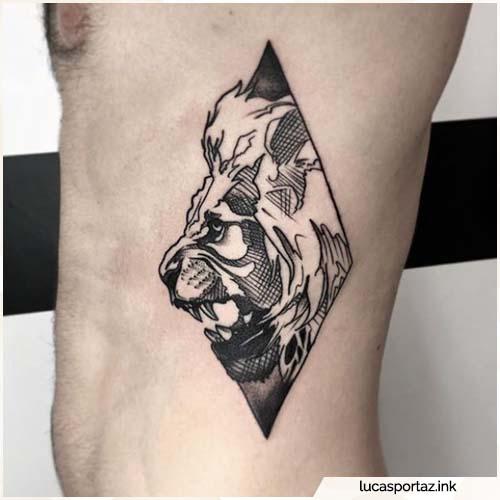 tatuaggio leone costato