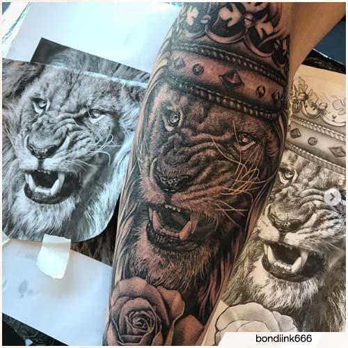 tatuaje realista de león