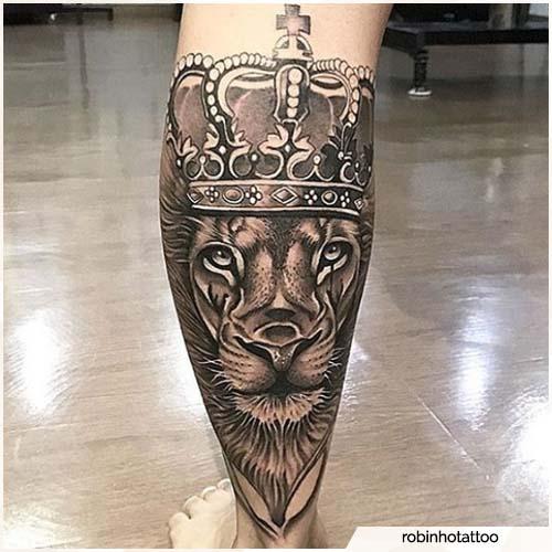tatuaje de león con corona