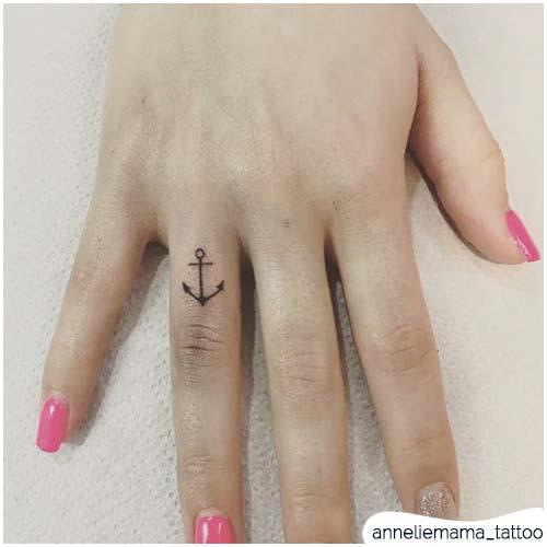 Tatuaggio ancora piccolo