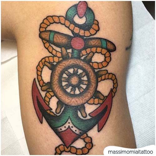 Tatuaggio ancora timone