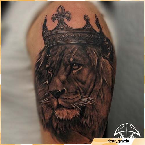 tatuaje de corona de león
