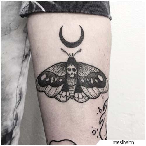 Tatuaggio Falena luna blackwork