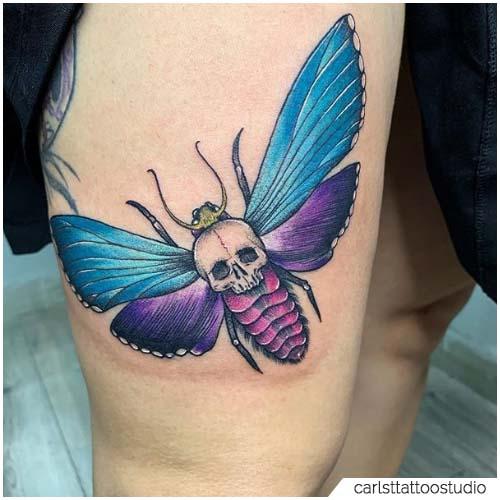 Tatuaggio Falena teschio coscia