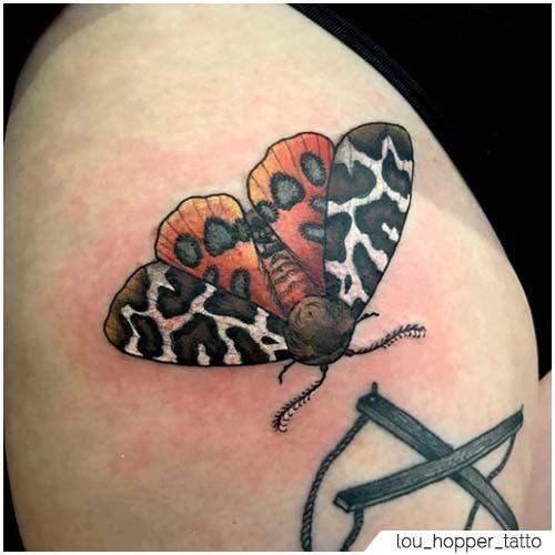 Tatuaggio Falena coscia