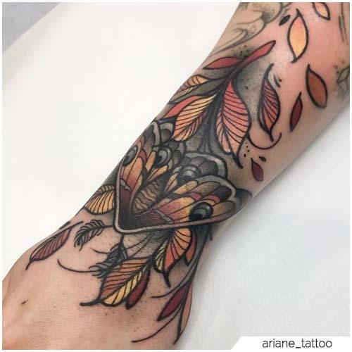 Tatuaggio Falena neo traditional polso
