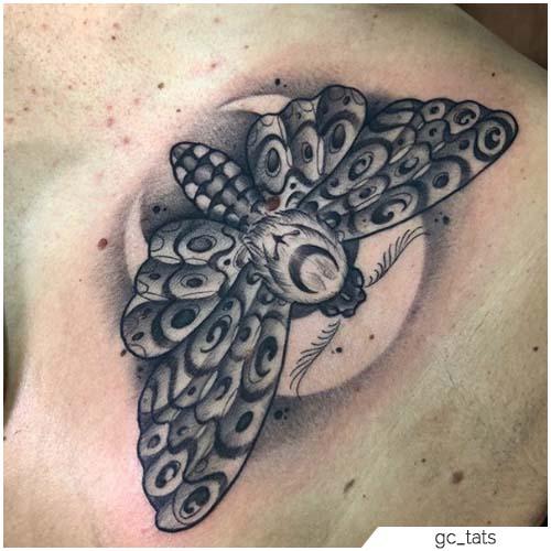 Tatuaggio Falena luna dietro