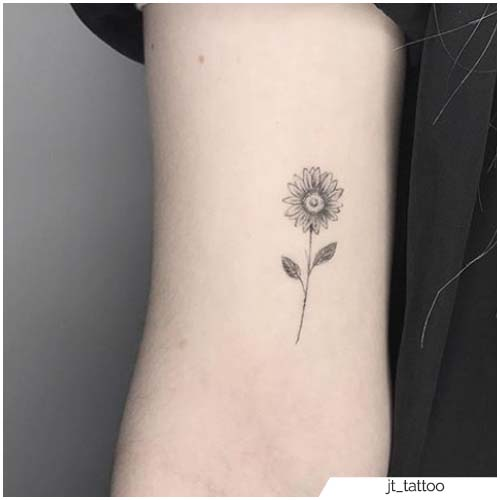 Brazo de tatuaje de girasol