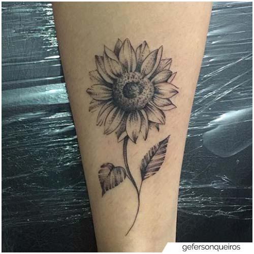 Tatuaje de girasol blackwork