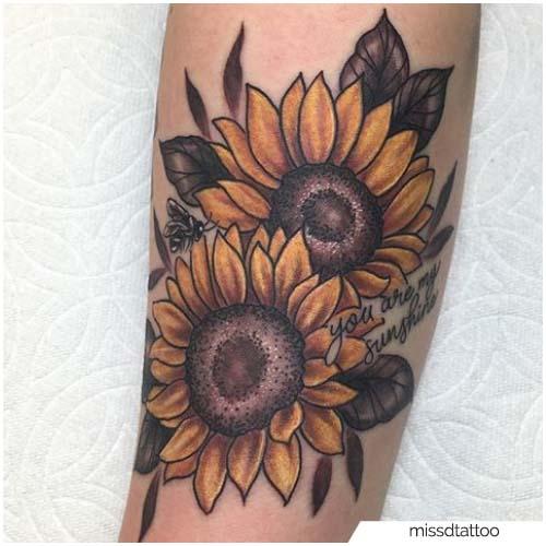 Tatuaggio Girasole Con Lettering