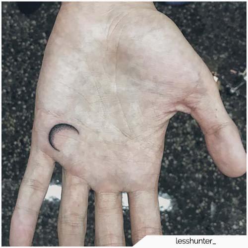tattoo luna piccolo palmo della mano