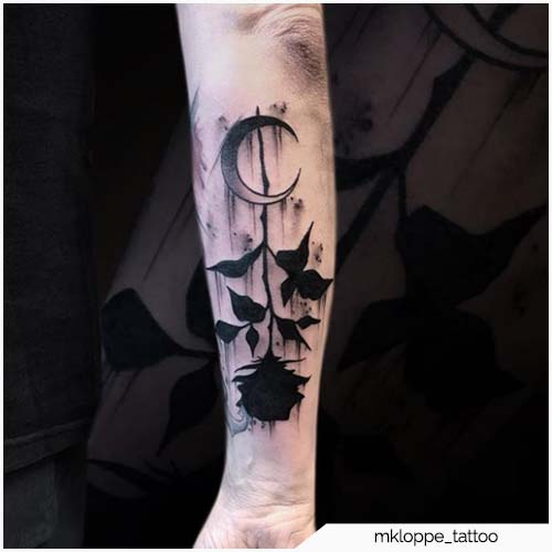 tattoo luna e rosa nera
