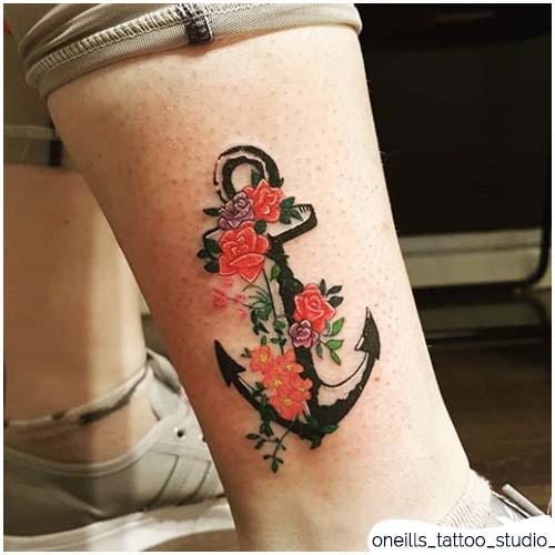 tatuaggio ancora fiorellini