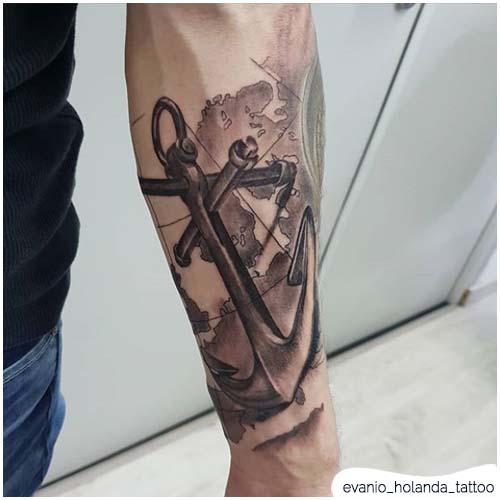 tatuaggio ancora realistico braccio
