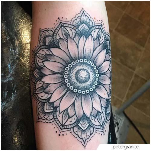 Tatuaje de girasol mandala