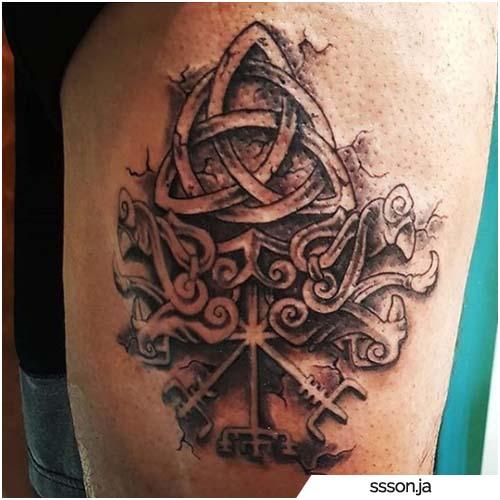 tatuaggio triquetra e rune