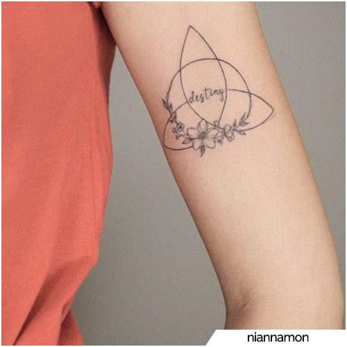 tatuaggio triquetra minimal