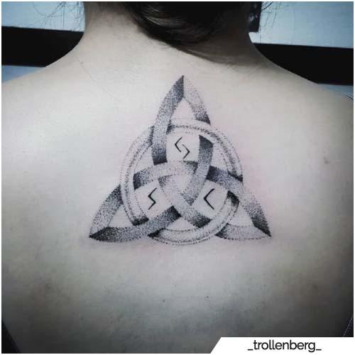 tatuaggio triquetra dotwork