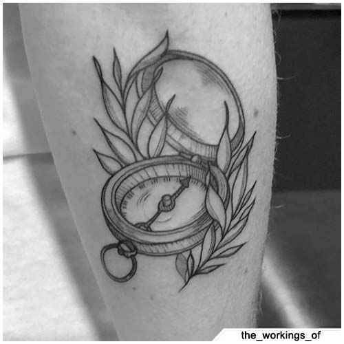 tattoo bussola blackwork