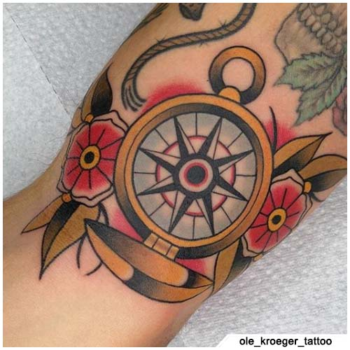 tatuaje de brújula de la vieja escuela