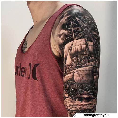 tatuaje de brújula de velero
