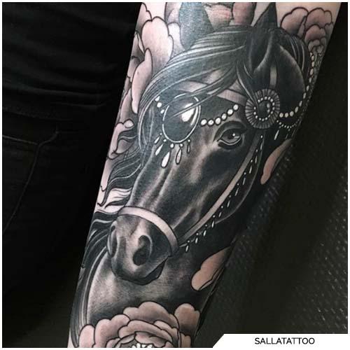tatuaggio cavallo nero