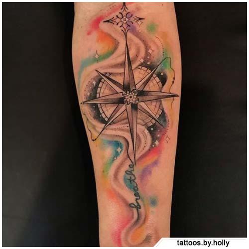 tatuaggio bussola acquerello sfumato