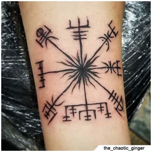 tatuaggio bussola vichinga