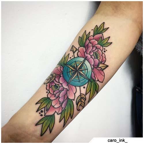 brújula tatuaje peonías