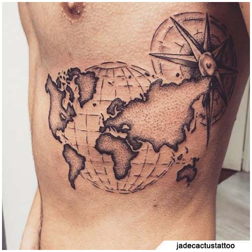 tatuaggio bussola mappamondo spalmato