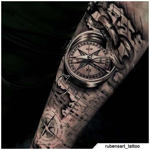 tatuaggio bussola iper realistico mappa