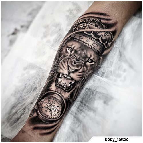 tatuaje de brújula de tigre