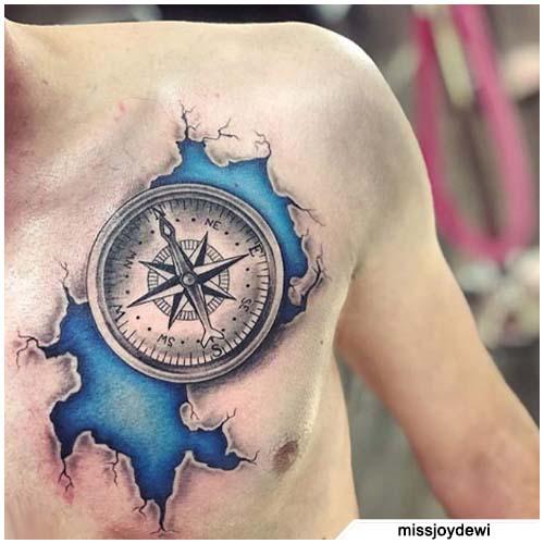 brújula tatuaje de corte en el pecho