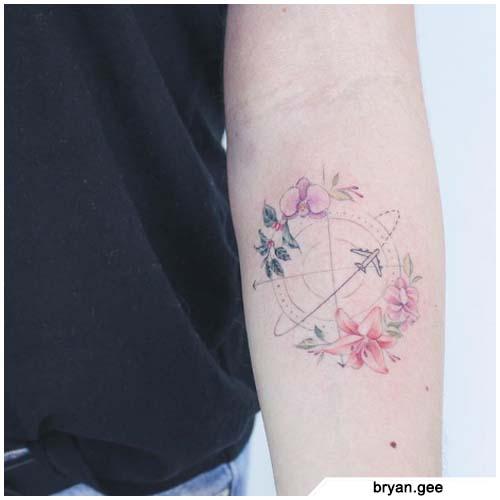 tatuaggio bussola fineline