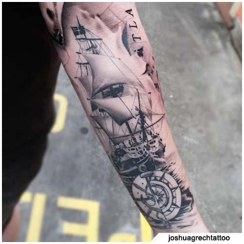 tatuaggio bussola nave