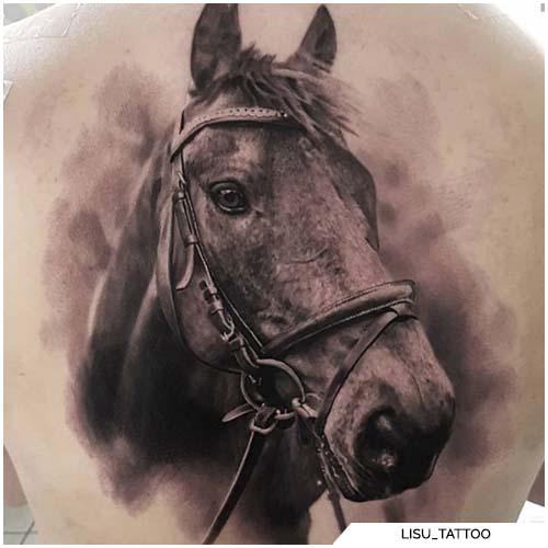 tatuaggio cavallo realistico