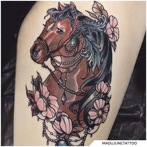 tattoo cavallo coscia