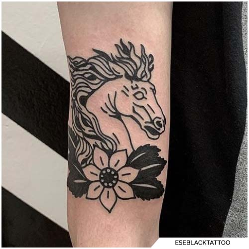 tattoo cavallo traditional blackwork