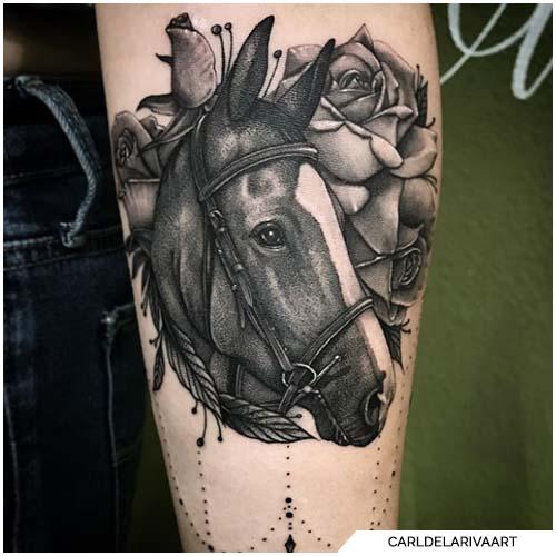 tattoo cavallo bianco e nero