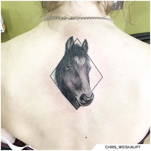 tatuaje de espalda de caballo