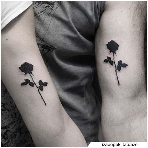 pareja tatuajes rosa blackwork