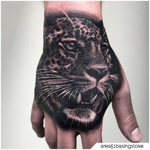 mano de tatuaje de leopardo