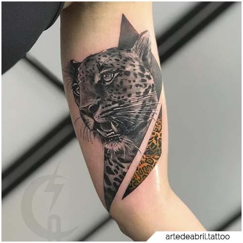 tatuaje de leopardo de bíceps