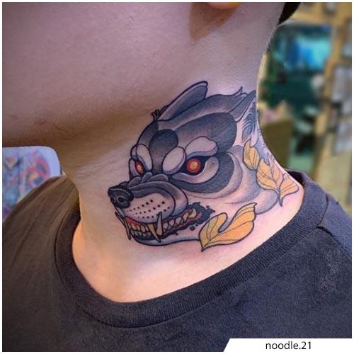 tatuaggio lupo collo