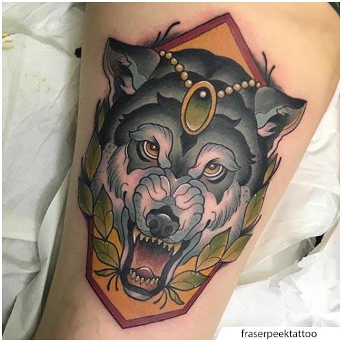 tatuaje lobo neo pierna tradicional