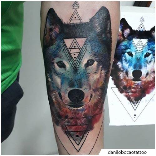 color de agua realista del tatuaje del lobo