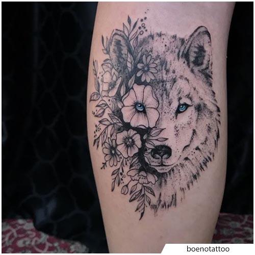 tattoo lupo floreale